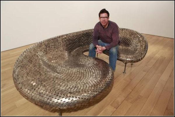 диван от монети